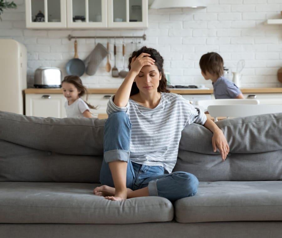 mamma-a-casa-con-due-bambini