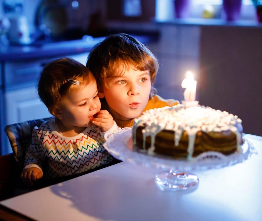 fratello-sorella-compleanno