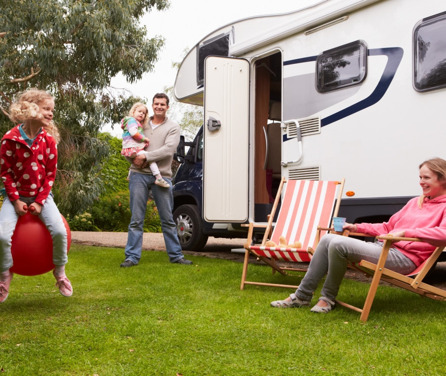 famiglia-che-viaggia-in-camper