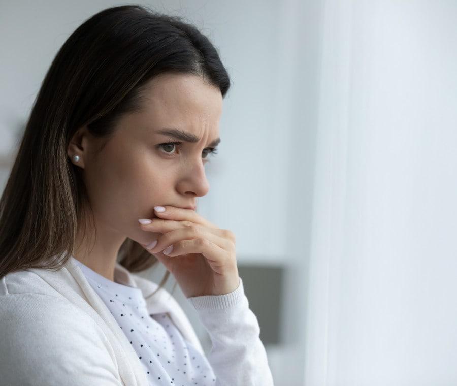 donna-pensierosa