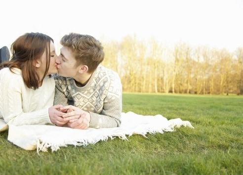 adolescenti-bacio.180x120