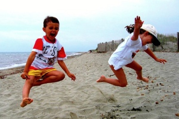 Come comportarsi in spiaggia con i bambini