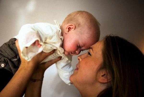 mamma-giovane-neonato