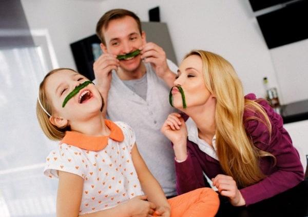 famiglia-felice-bambina