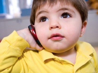 bambino-telefono-400.180x120