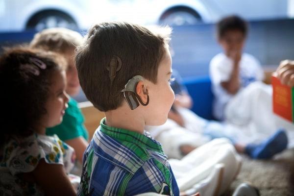 Mio figlio era sordo: storia di Christian e del suo amico cocleare