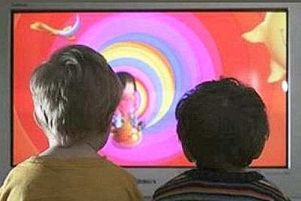 Bambini e televisione: 5 regole per evitare la video-dipendenza