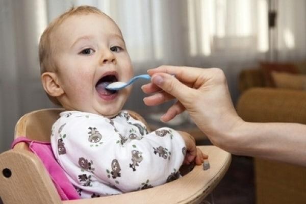 Quale frutta dare a una bambina di cinque mesi?