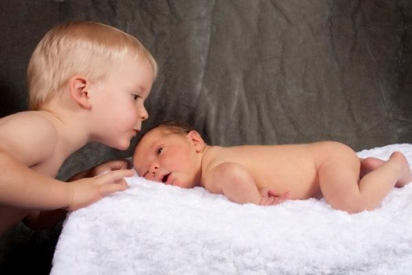 La gelosia nei confronti del fratellino: come affrontarla