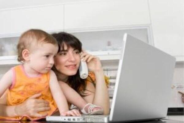 Mamme e lavoro: in Italia lavora solo una mamma su due