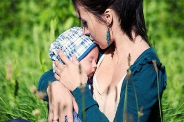 Incinta a 16 anni dopo un aborto spontaneo, ma ora sono una donna e una mamma felice