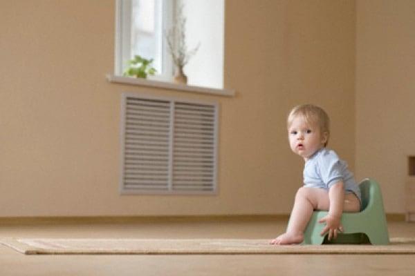 Lo sciopero del vasino: quando il bambino trattiene la popò