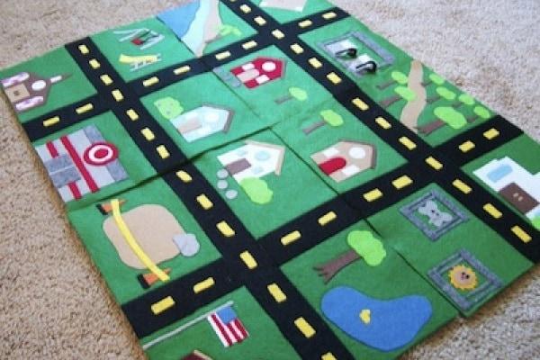 Giochi ecologici fai da te: pista per automobili