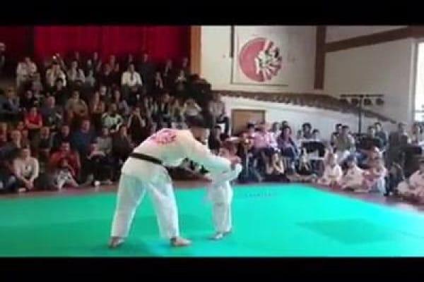 La forza e dolcezza di Cristian, 5 anni, allievo non vedente di jujitsu