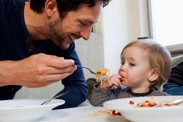 11 modi per intrattenere i bimbi al ristorante secondo le mamme
