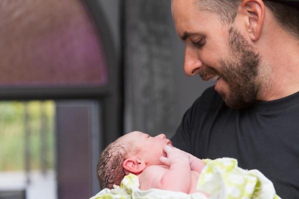 Voglio dire a tutti i papà: entrate in sala parto, la vostra compagna ha bisogno di voi
