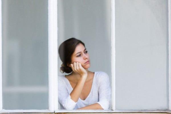 Un ex compagno violento, due figli e un nuovo partner assente: meglio stare da sola?