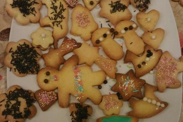 Biscottini natalizi da fare con i bambini: la ricetta di mamma Francesca