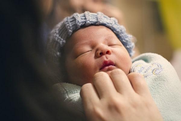 Parto prematuro: il piccolo ha rischiato di soffocare, ma si è ripreso miracolosamente